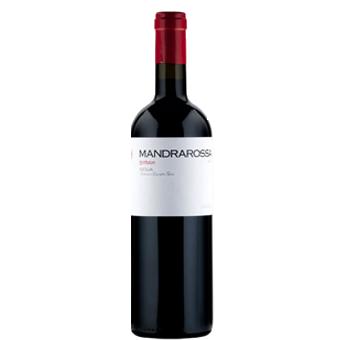 Menfi, Sicilia. Qui nascono i vini Mandrarossa, in un territorio incontaminato dove la comunità contadina vendemmia il vigneto più grande d'Europa.